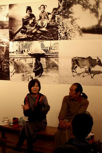 ギャラリー・トーク 渡辺眸さん(左) おおえまさのりさん(右)