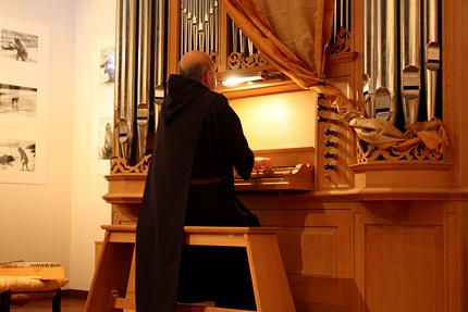 最後にパイプオルガンを演奏しました