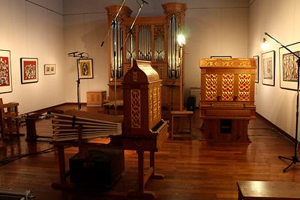 16世紀型の手動式フイゴのパイプオルガンです。