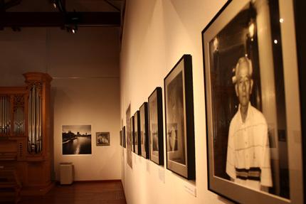 宍戸清孝 写真展 モノクローム写真と証言によって構成されています
