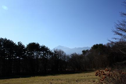 見事な秋晴れ。甲斐駒ヶ岳の山頂は雪を被っています