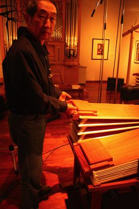 録音の際は、ふいご手も担当されたオルガンビルダーの草苅徹夫さん