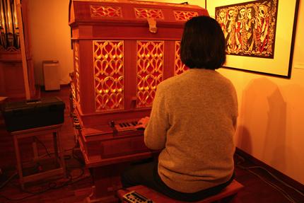 武久源造さん「このオルガンを、ふいご手と息を合わせて弾いていると、私は時を忘れてしまう・・・」