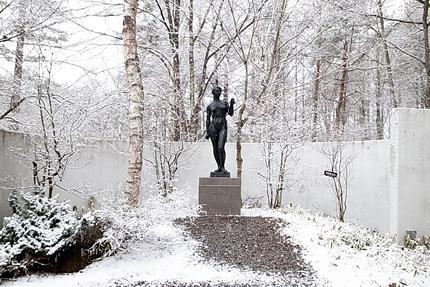美術館の周囲の林でメインコレクションの清水多嘉示氏の屋外展示も楽しめます