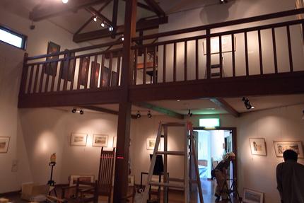 1階に絵本原画、2階に日本画を展示します