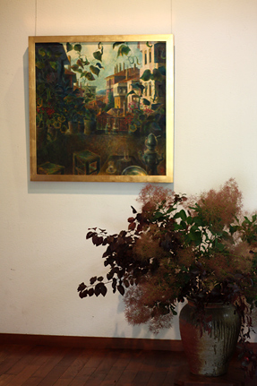 小林豊『クチュクヤルチュン氏の庭 A』に寄り添う、渋い色あいの活け込み
