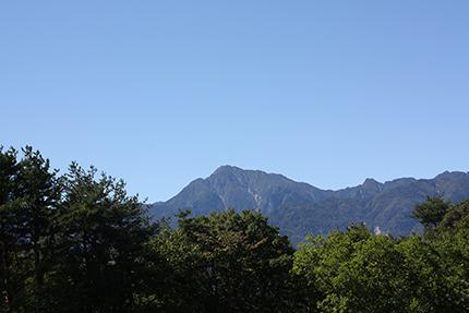 すみきった秋の空! 甲斐駒ヶ岳が近くに見えます。