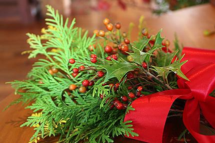 針葉樹の香りがさわやかな小さなクリスマスリース