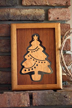 クラフト・バンの木製のクリスマスツリー その2 暖炉の前に